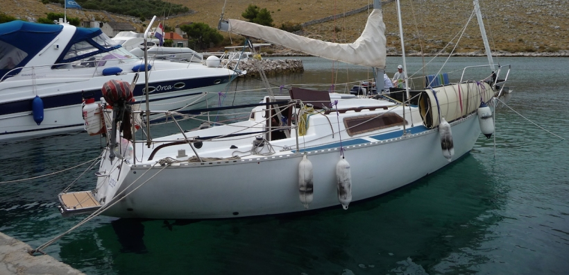 yachtsailing-docked-curica