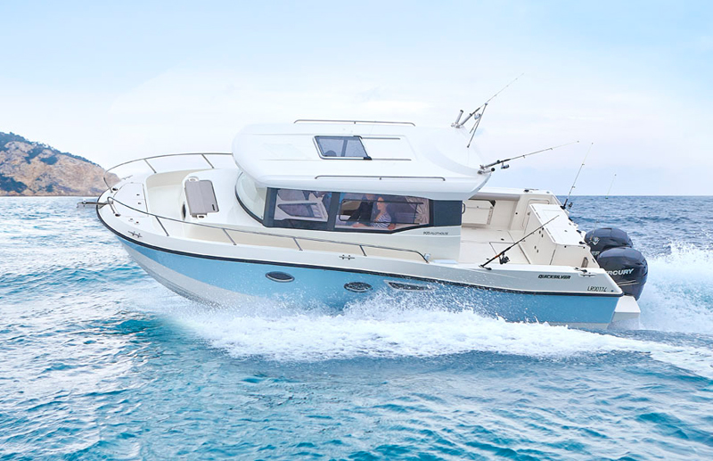 quicksilver-captur-905-pilothouse_01